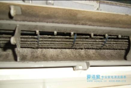 因为不仅室外散热器布满灰尘,室内机滤网,蒸发器,排水管等部位也可能