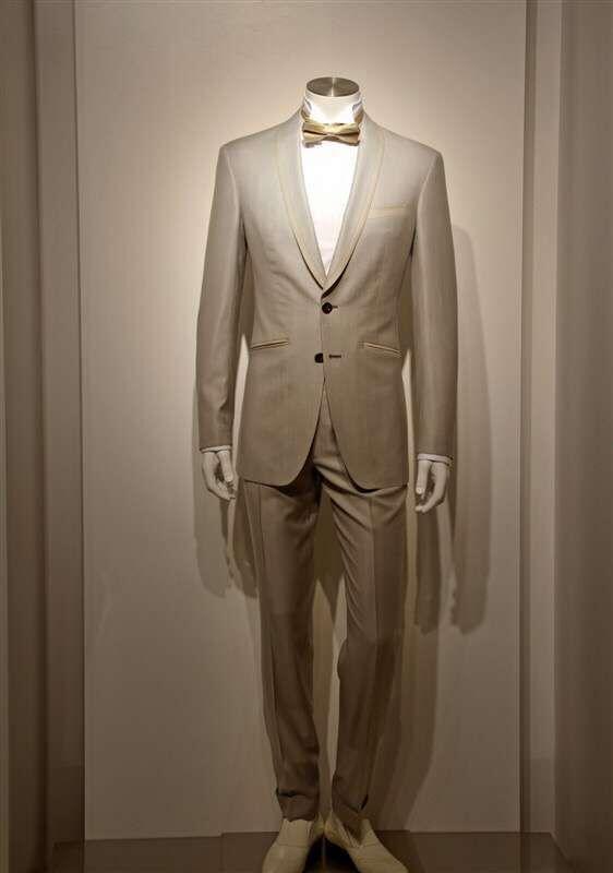 西装领带衬衫皮鞋都是标准配置