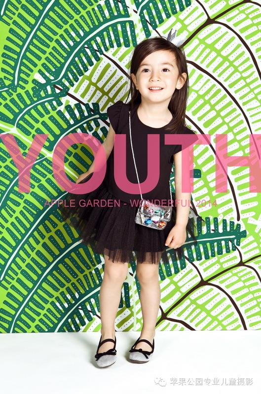 苹果公园专业儿童摄影,南京专业儿童拍摄影楼。最流行时尚的服装造型,选择最适合的姿势最美的拍摄角度,让专业摄影师发现镜头下最美的你。 南京苹果公园专业儿童摄影,用心去拍摄,用照片去说话,下一个时尚儿童潮流从你开始。  http://applegarden.com.cn/ 进入我们的网站,了解我们一流的专业品质吧! 咨询QQ:2665037328 加盟咨询QQ:2911873977 市场部咨询电话:025-66773200,13814054602