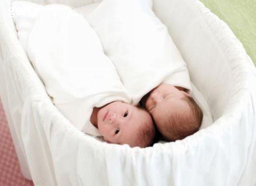 怀上和产下双胞胎对准妈妈及孩子都有相当高的风险,因此如果想让你