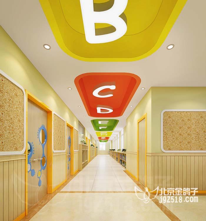 孩子喜爱用手去感知墙面,通常幼儿园大厅,走廊,教室的墙面在孩子能
