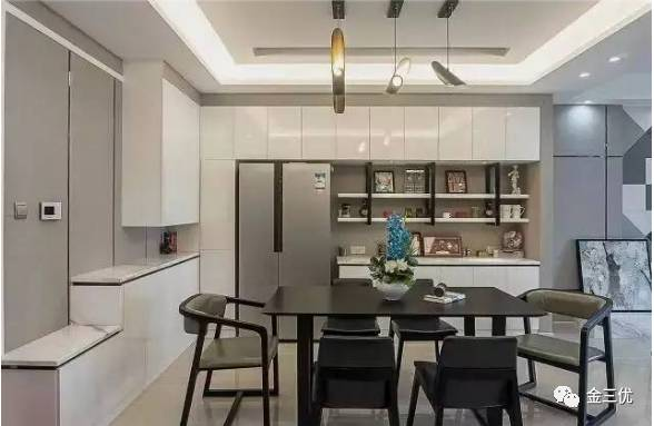 餐厅 ▲置物架设计的非常棒,业主也是觉得家里的物品太多了,把冰箱和图片