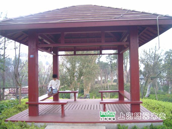 木结构的环保性远优于砖混结构和钢结构,是全球公认的绿色建筑.