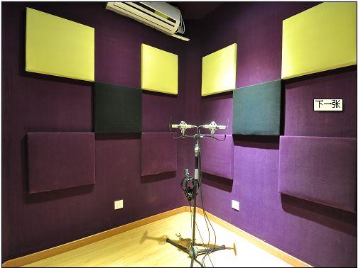 录音室是供广播、电视、电影、唱片和电化教育等系统录音或播音的专用房间,是室内声学功能上要求高的建筑类型,其设计过程与厅堂音质设计的要求相同。但录音室的混响时间要比厅堂的稍短,频率特性要求更严;为适应不同节目的需要,要求录音室的混响时间和频率特性可作适当的调节。录音室的噪声容许标准极严,在音质设计和噪声控制上,对录音室又有特殊的要求。  设计内容包括录音室容积和尺寸比例的选择;混响时间及其频率特性的选择;吸声材料、吸声结构的选用和布置。录音室的音质设计应满足不同性质节目和不同演出规模的要求。  容积和尺寸比