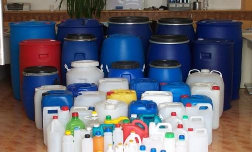 山东忠义塑料公司拥有多年的塑料桶制品生产经验