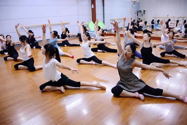 巴黎教学形体芭蕾_舞蹈绒花视频形体视频竹乡之歌舞蹈反思图片