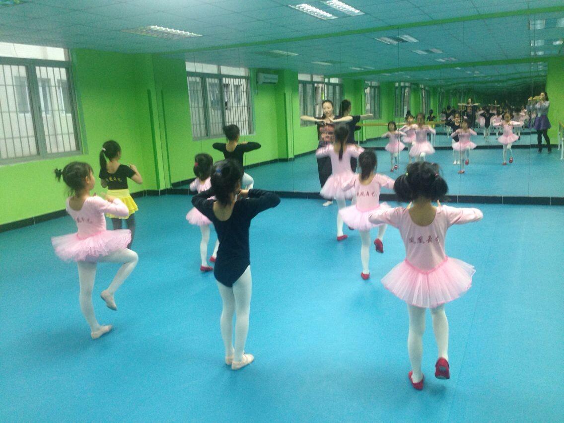 www.55kxw.com_幼儿邀请舞蹈动作_幼儿999