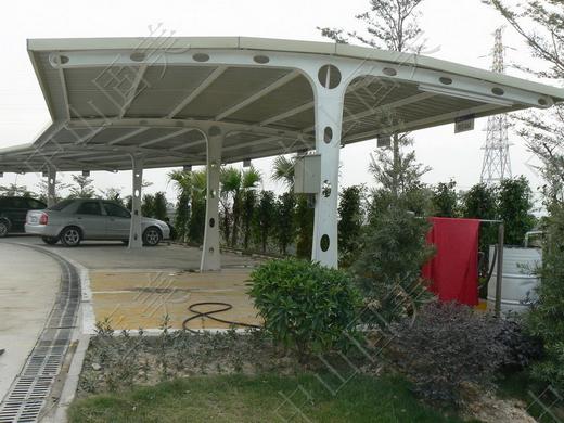汽车遮阳停车棚的不同款式及其各自的特点