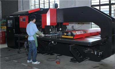 外壳用钢板和塑料结合制成,硬度高,主要起保护机箱内部元件的作用