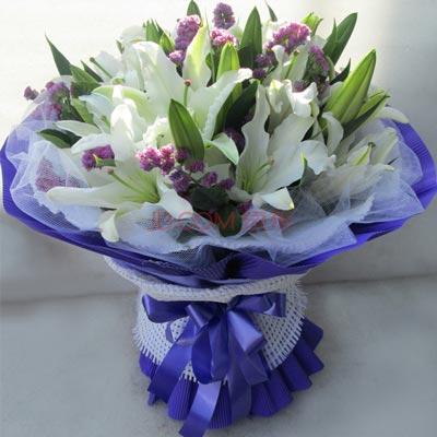 白色百合鲜花