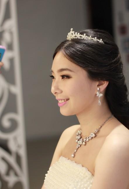 唯美韩式新娘发型 演绎浪漫公主梦 dk新娘妆