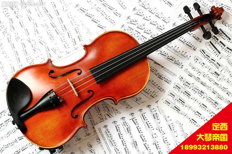 下弓和上弓小提琴的下弓是由弓根往弓尖方向运行的弓法,下弓有力度较