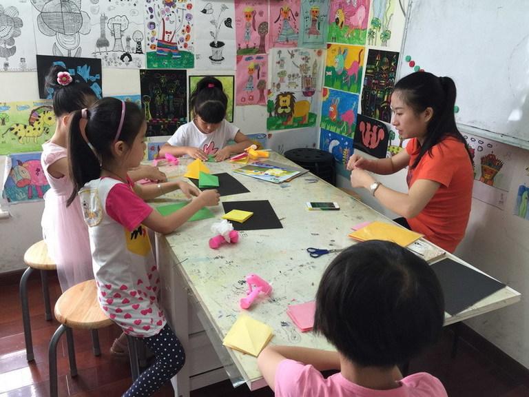 孩子喜欢画画,最l好还是送到专业的少儿美术培