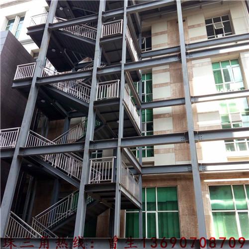 轻钢结构房屋就是以钢架为主体框架,彩钢板活动房的墙板可以是彩钢板