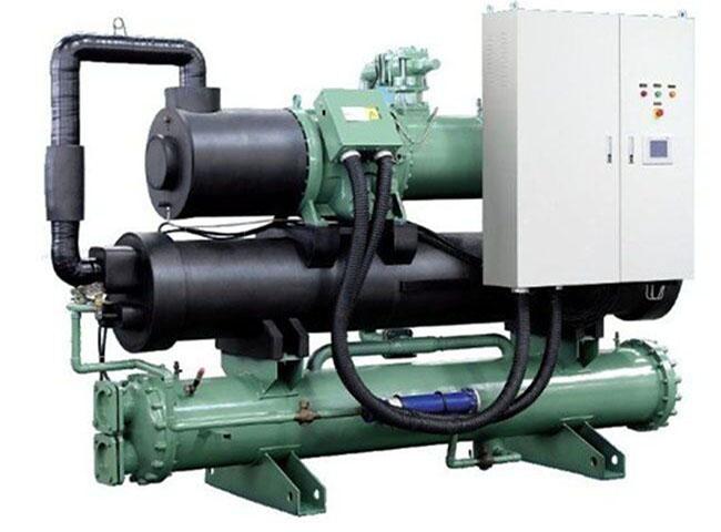 冷水机按制冷形式一般可分为水冷式和风冷式,在技术上,水冷比风冷能效比要高出300到500的kcal/h;在价格上,水冷要比风冷低得多;在安装上,水冷需纳入冷却塔方可使用,风冷则是可移动,无需其他辅助,但风冷式冷水机只凭风扇散热,对环境有所要求:例如通风,湿度,温度不能高40C。