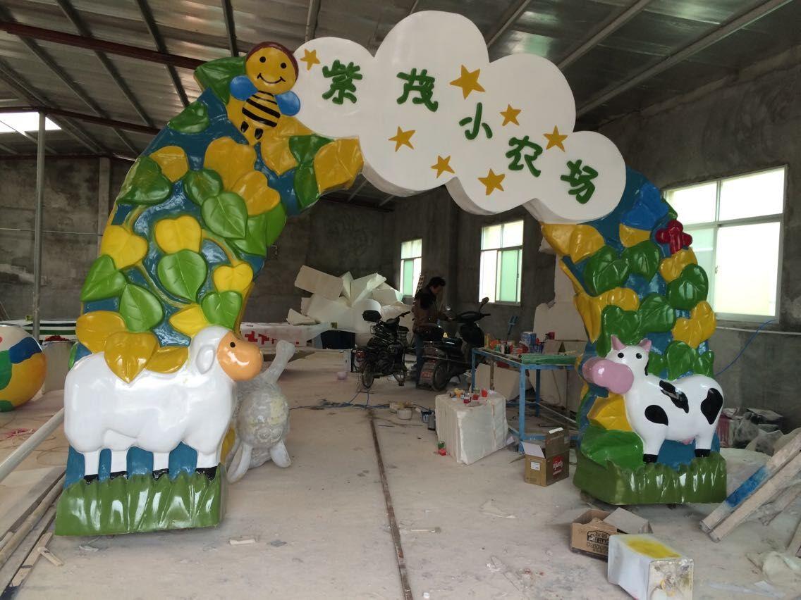 山东幼儿园玻璃钢门雕塑 欢迎订购