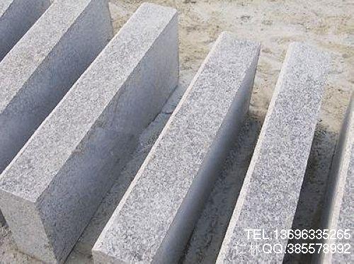 专业五莲花路沿石生产商找仁林石材厂