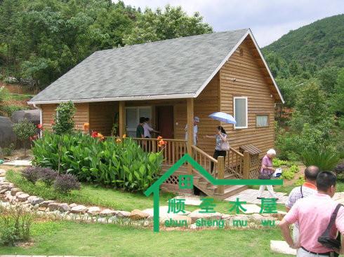 想象着有这样一座小木屋,环抱青山绿水,在氤氲的夕阳余晖下若隐若现
