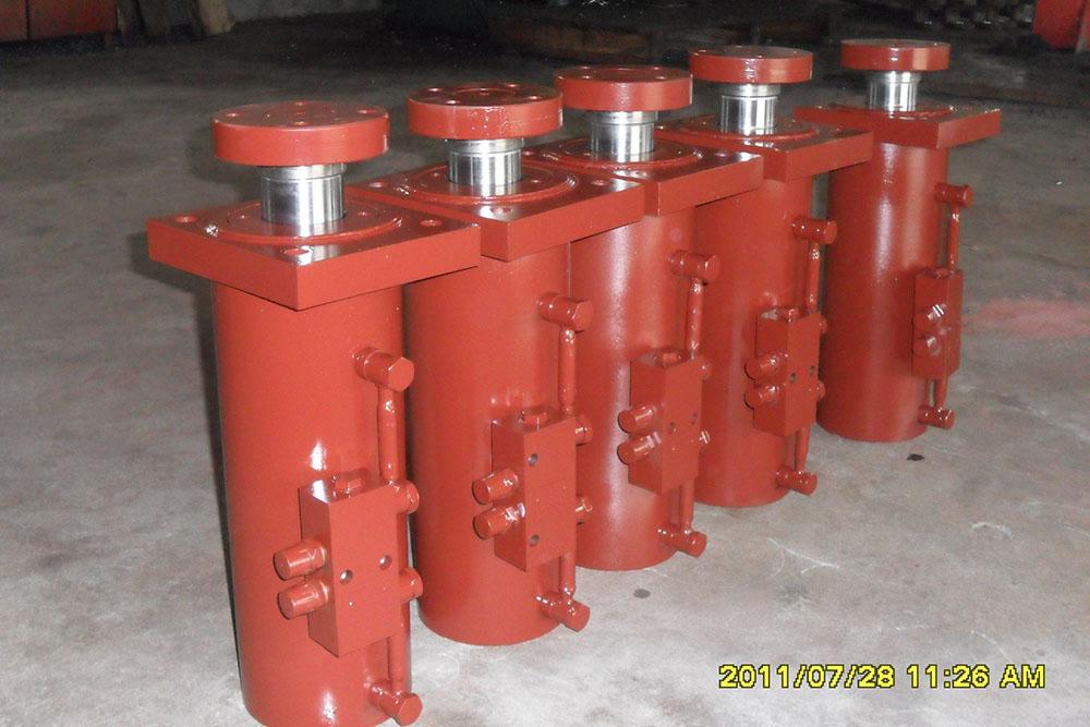 液压缸基本上由缸筒和缸盖,活塞和活塞杆,密封装置,缓冲装置与排气