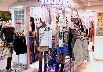 外贸服装店装仹f�x�_服装店装修设计搭配