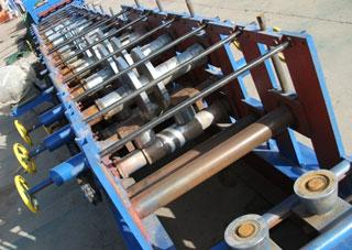 c型钢成型机是一套轧辊可生产多种规格c型檩条成品的单卷...