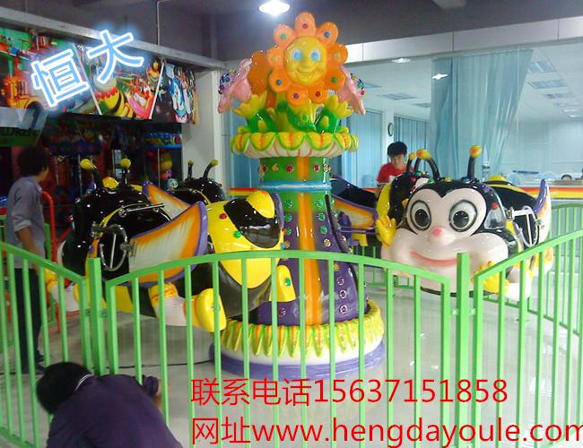 """郑州恒大游乐设备生产的""""旋转小蜜蜂""""是一种自控飞机类游乐设备中的一"""