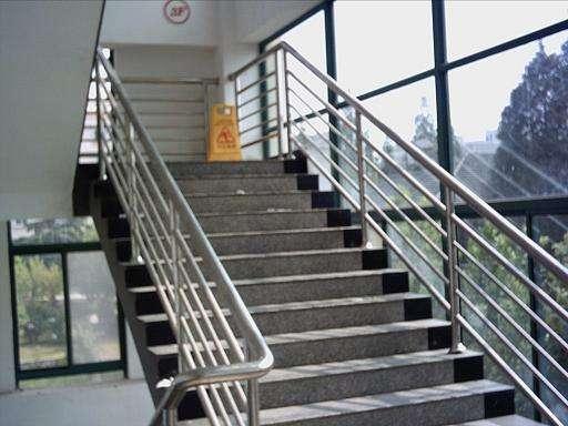 小榄专业制作不锈钢楼梯扶手厂家 安装不锈钢楼梯扶手厂家