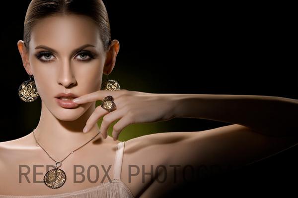 公司为国内外众多知名珠宝,手表等时尚品牌拍摄广告及产品创意展示片图片
