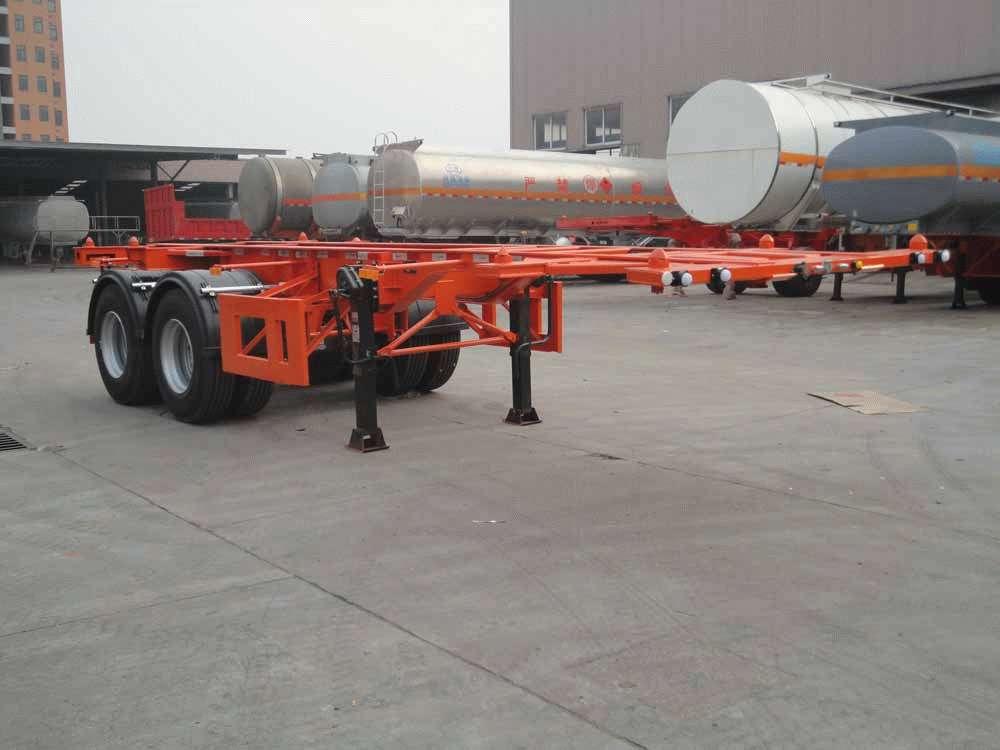 想在新乡地区求购一台12.45米危险品罐箱骨架运输半挂车高清图片