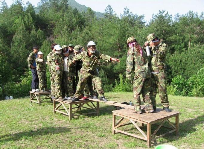 孤岛求生-中山陵拓展训练营特色项目;;
