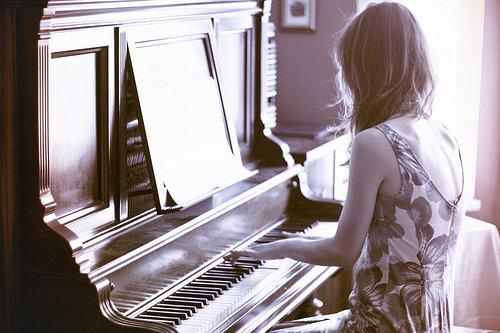 专业开设:吉他,钢琴,古筝,小提琴,架子鼓,尤克里里,萨克斯,葫芦丝