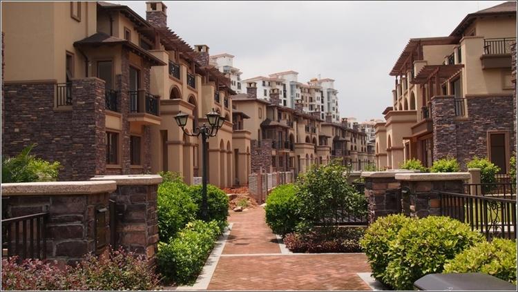 半岛一号从2005年开始开发至今,规划产品有别墅及洋房,现拥有业主20