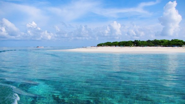 西沙群岛一带海水五光十色