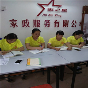深圳南山老人护理保姆老人陪护服务 钟点工服务欢迎关注