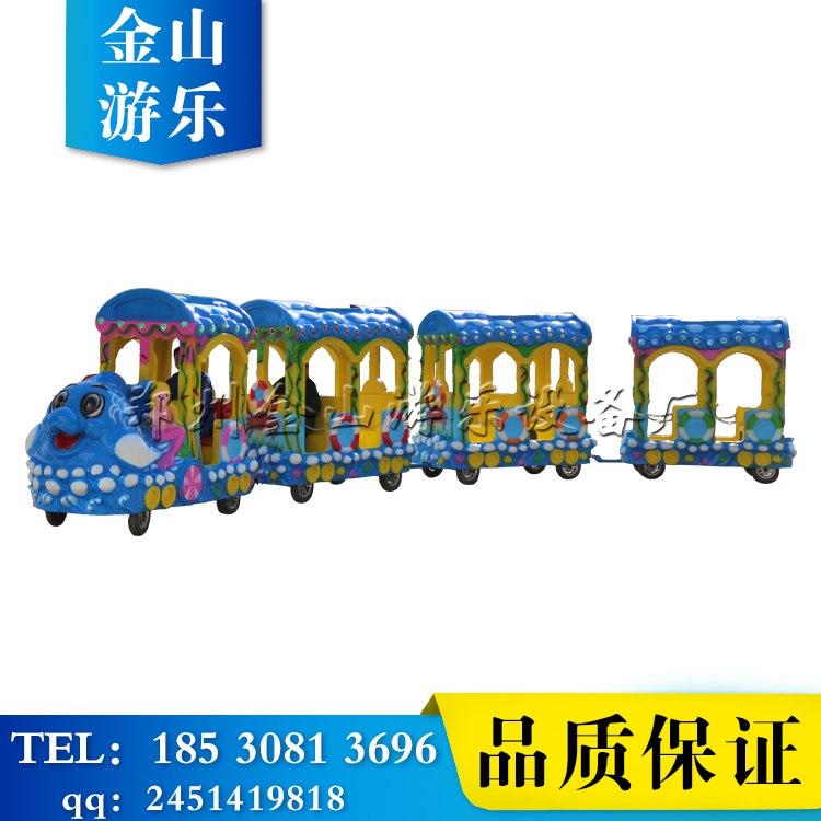 轨道小火车(http://jinshanjs.com/products/)又叫儿童小火车,是模仿正规火车而制作的以火车头在 前、后面跟着数节类似摇摆机款式的卡通座位供儿 童玩乐的机械玩具。 轨道火车一直是游乐设备中的经典,没有哪个小朋友不喜欢他。加上仿真的装饰件,犹如一件艺术珍品。深受游 客的喜欢,特别是孩子的喜爱。适用于公园、室内外游乐场等娱乐场所使用轨道由槽钢轨道组成,车型可按需求随意更 换,由配备的电机箱输入电流到轨道供火车开动。他拥有绚丽的外形,迷人的灯光,招揽着小朋友的眼球。 轨道小火车 投*
