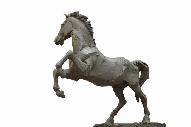 马踏飞燕也称马超龙雀,是东汉青铜艺术的杰出代表.