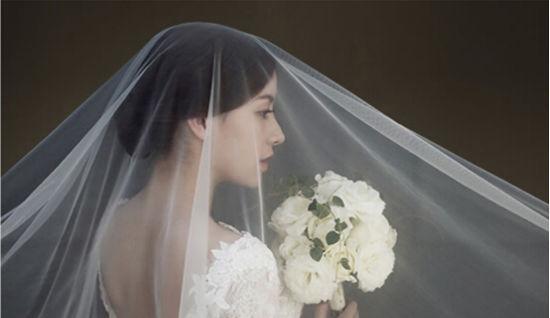 纯色背景拍出动人照片 桔子摄影上海婚纱摄影首先