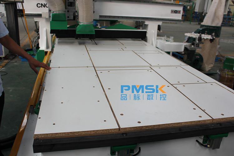 pm1325at 床体结构 厚壁方管焊接 雕刻范围 1300*2500mm 平台尺寸