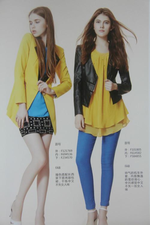 宽松时尚的蝙蝠袖,自由显瘦.针织衫与蕾丝的拼接,浪漫性感.