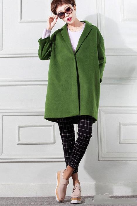 格子绿色风衣搭配