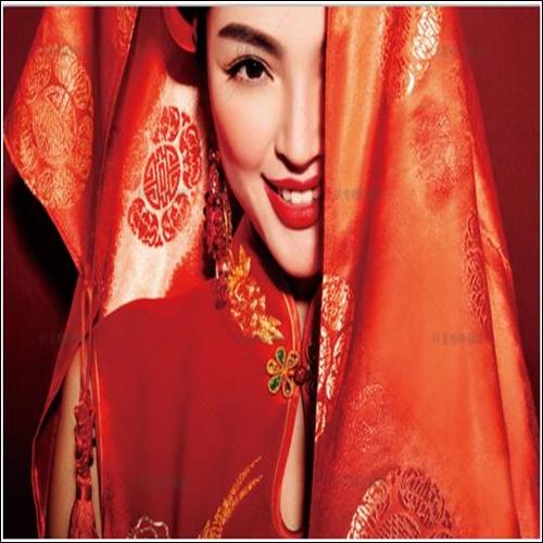 但成都婚纱摄影界的大哥大——帆拉斐却告诉咱,中式风格婚纱摄影不图片