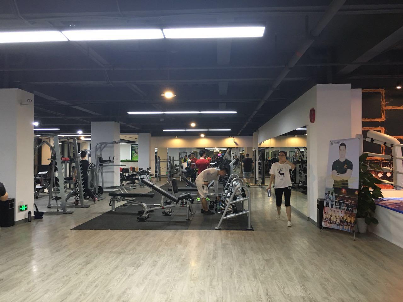 请问宝安西乡健身房里私人教练的价格大概多少