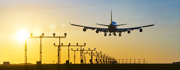 根据配载原则,货物性质,货运数量,目的地等情况,结合航班,安排舱位