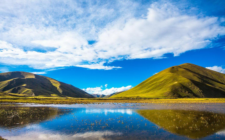 稻城亚丁风景区位于四川省甘孜藏族自治州稻城县香格里拉镇亚丁村境内