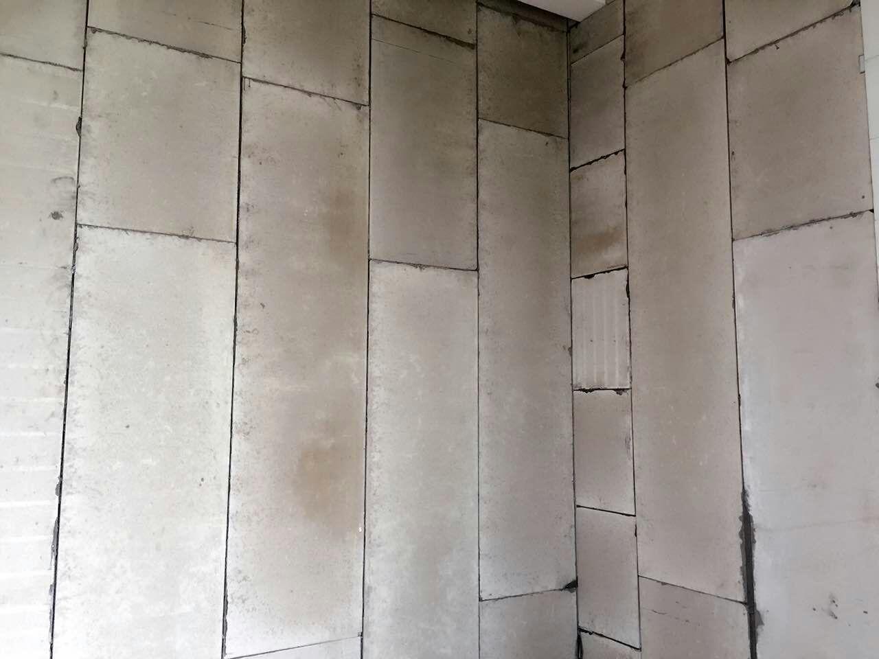 5倍;用钢结构方法锚固,墙体强度高,可作层高,跨度大的间隔墙体,整体