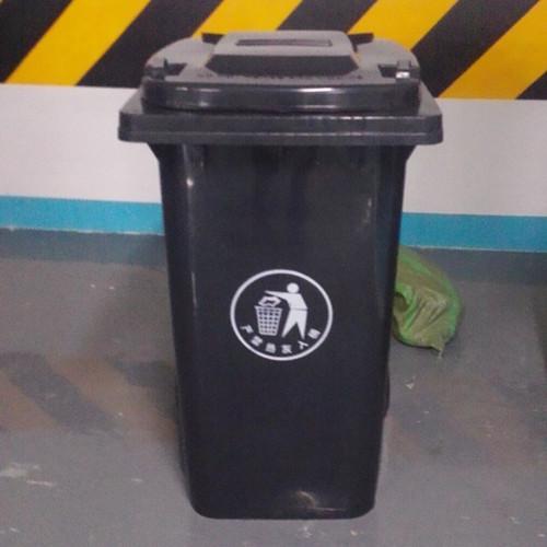 成都塑料垃圾桶生产厂家塑料垃圾桶的特点经久耐用