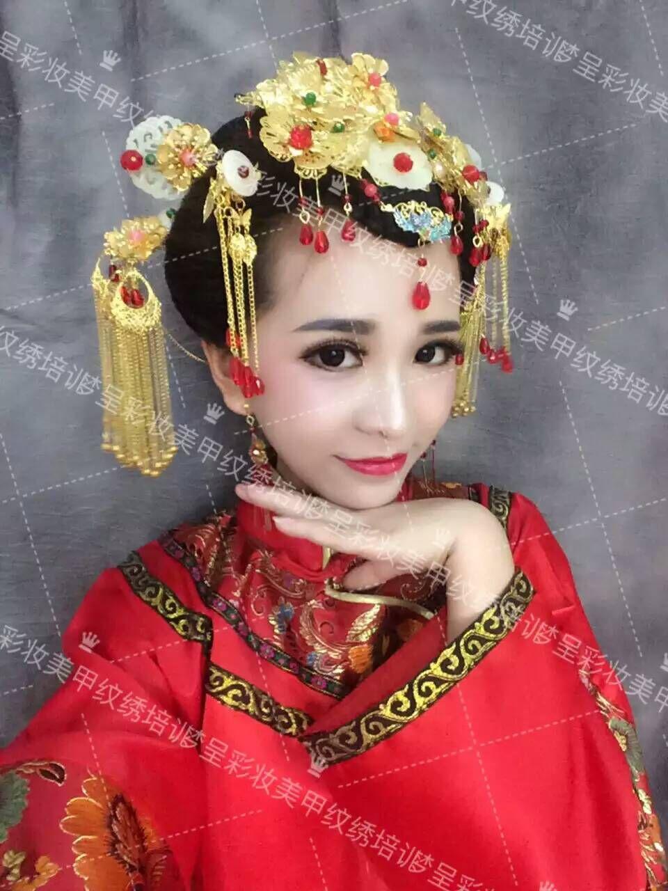 彩妆培训哪家教中式新娘造型图片