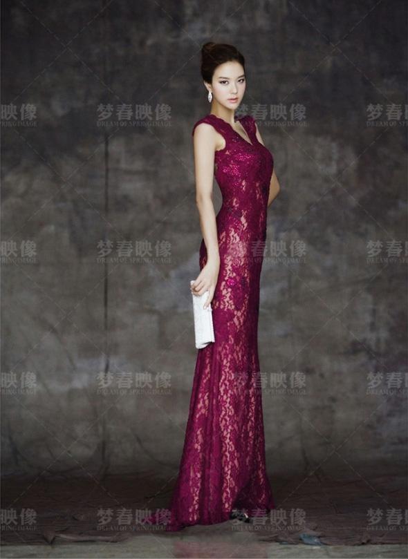在拍摄中式复古旗袍婚纱照的时候