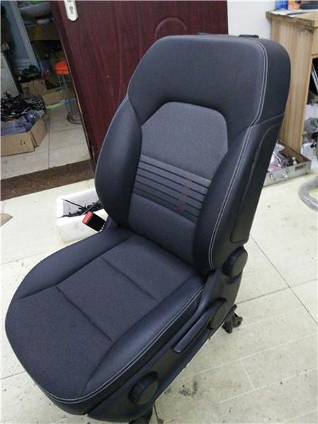 奔驰汽车真皮座椅升级贵不贵
