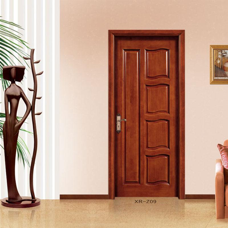 橡木实木门又名有(指接橡木门、橡木工艺门、橡胶木门)属实木门的一种分类产品,其主要原材料为橡胶木指接板经过烘干、下料、刨光、开榫、打眼、高速铣形、组装、打磨、上油漆等工序科学加工而成。作为室内效果最(zui)具表现力因素的装饰木门,它的选择与搭配,可以说是家居过程中的画龙点睛之笔,现在越来越受到消费者的青睐。橡木木门因选用树种的不同,而呈现出变化多端的木质纹理及色泽。因此,选择与居室装饰格调相一致的木门,将会令居室增色不少.
